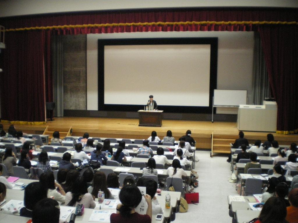 円より子(まどかよりこ) 公式サイト萱野稔人先生のお招きで、母校の津田塾大学で授業